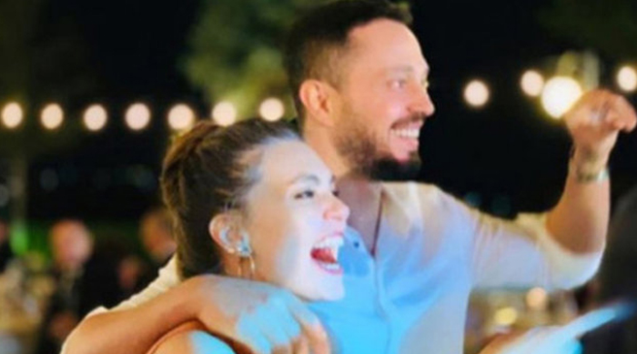Aslı Enver ile bir dargın bir barışık aşk yaşayan popçu Murat Boz, sosyal medya hesabından yaptığı paylaşımla gündeme geldi.
